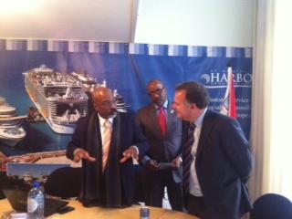Biesheuvel met gouverneur St. Maarten